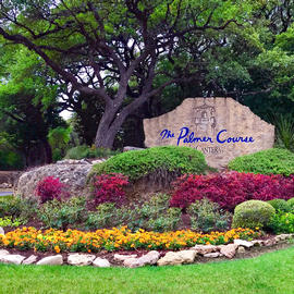 the entrance to palmer golf course