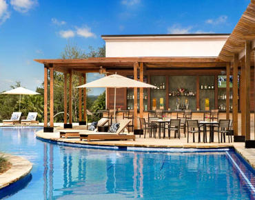 vista grille and pool deck at la cantera