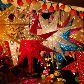star lanterns hanging in christmas market stall